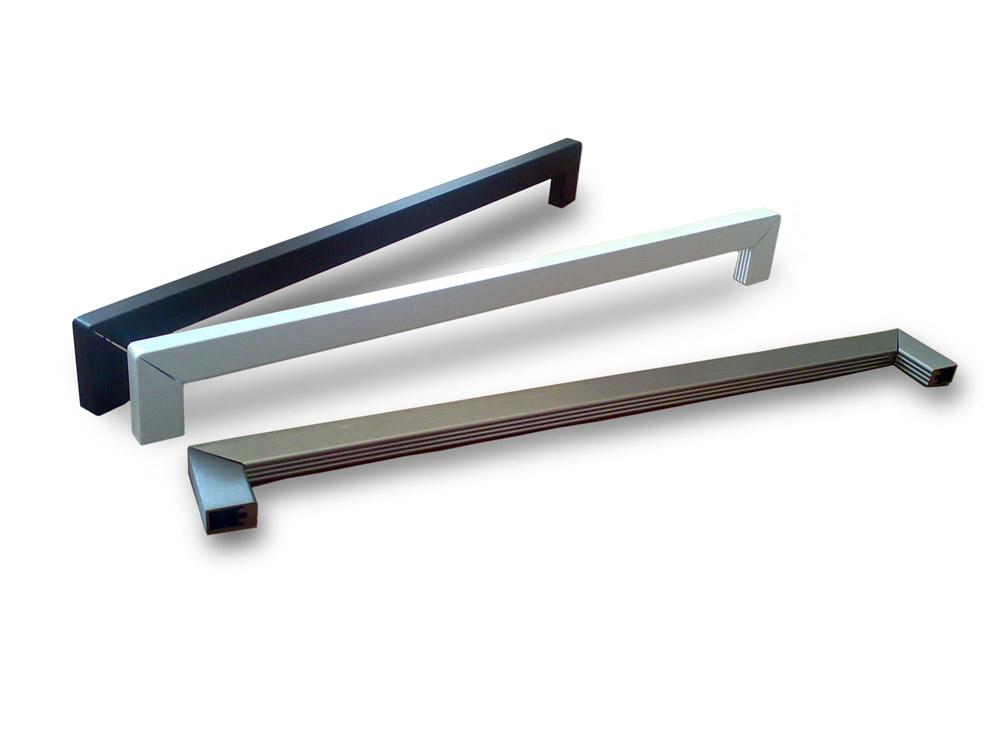 Colored aluminium handles